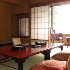 本館・標準客室:本間10畳以上の和室 食事は会食場(広間食)