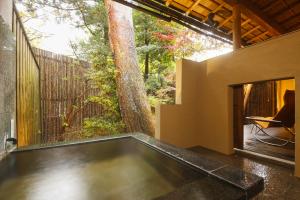 『松風庵』松涛(103号室)禁煙:和室12.5畳+ベッドルーム+庭園+源泉露天