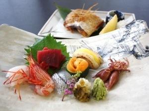 本館【魚がおいしい宿の自慢の造り七種盛りとのどぐろ塩焼付】~日本海ごちそう懐石プラン~