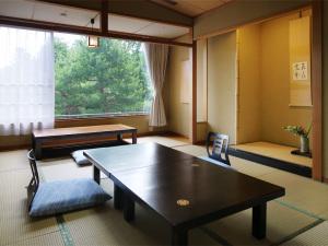 【安土桃山庭園に面した】瑞雲8畳客室/本館(禁煙)
