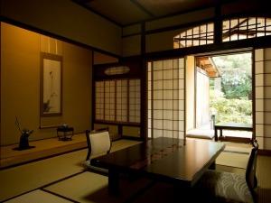 【源泉露天風呂付】伝統の客室 松寿庵/本館木造棟(禁煙)