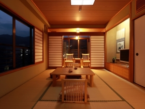 檜風呂付き和室10畳+前室3畳+広縁2畳