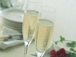 【記念日/思い出残る1日に】スパークリングワイン+ホールケーキで特別感を演出★特別室へご案内♪