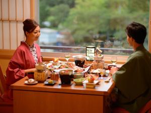 【夜・部屋食/朝・食事処】【料理長こだわり会席<花-hana>】プライベート空間で大切な人とのご夕食♪