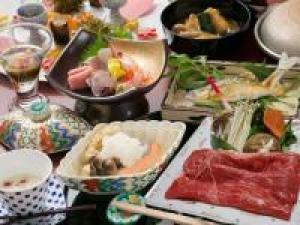 【美食の宝石箱】近江市場直送!新鮮お造り・鮑のウニ焼き・とろける能登牛も/食事処