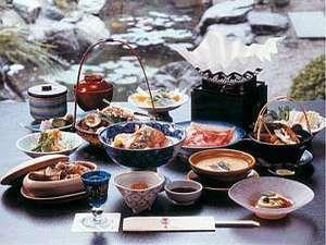 【特別な記念日には格別のお料理を】料理長渾身の技に舌鼓「四季亭特別会席」