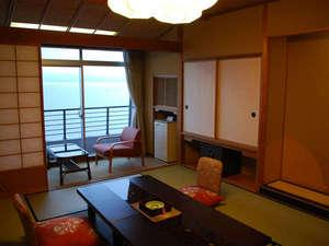 海の見える部屋正面or斜めから海の景色をどうぞ