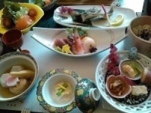 ご予約はホームページから【夕食は部屋食で】「スタンダードプラン」旬の味覚に舌鼓する人気の懐石プラン