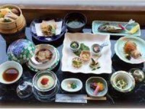 ご予約はホームページから【夕食は部屋食で】「季節のお手軽懐石プラン」多摩川の絶景を眺める