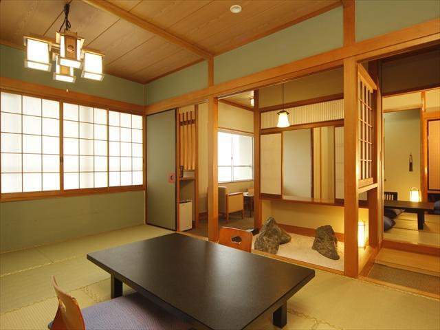 【広目の客室】ご家族皆様でもゆったりの広~いお部屋。坪庭付特別室をお値打ちに。お子様とご一緒にも◎