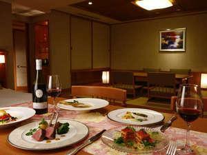 伝統の食事をお部屋で愉しむ『シーズンセレクション』