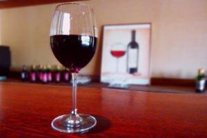 おうみ地ワインのお店「山ぼうし」にて、地ワインを楽しむプラン