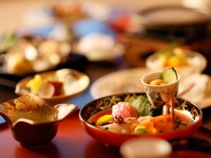【基本プラン】旬の味に彩を添える「佳松園会席」 標準客室タイプ