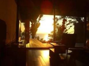朝陽を望むリラクゼーションルームで寛ぐ休日【2名定員】