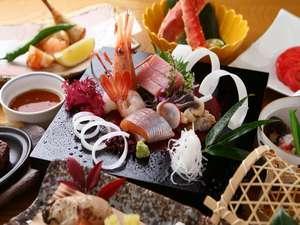 【料理長特撰会席 夕食10,000円コース】個室のお食事処で季節の味覚をお愉しみください/温泉付客室