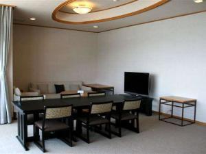【らくだ倶楽部限定シークレットプラン】新設半露天風呂付き客室がこの価格♪豪華料理とお部屋食
