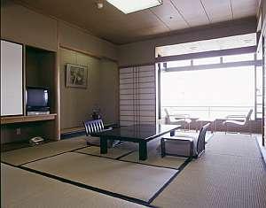 高層階5-6F/伊豆大島一望10畳和室+広縁/ゆっくり部屋食