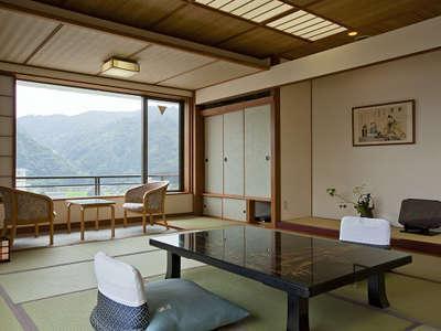 和室14.5畳 (湯郷温泉や山々を一望できる眺め)