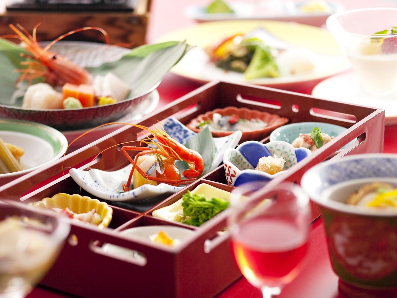 【基本プラン】選べる4つの会席膳・湯ごもり宿の休日 [夕食:レストラン]