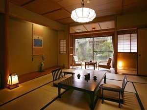 【自慢の日本庭園を望めるスタンダードタイプ】本館8畳~12畳 ※2020年4月より禁煙