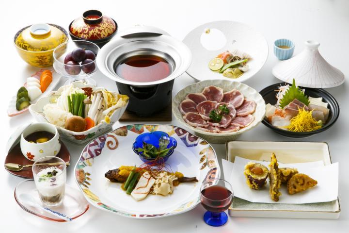 【基本プラン】天然温泉湯巡りと主菜が選べる夕食を楽しむやまなし旅/食事処