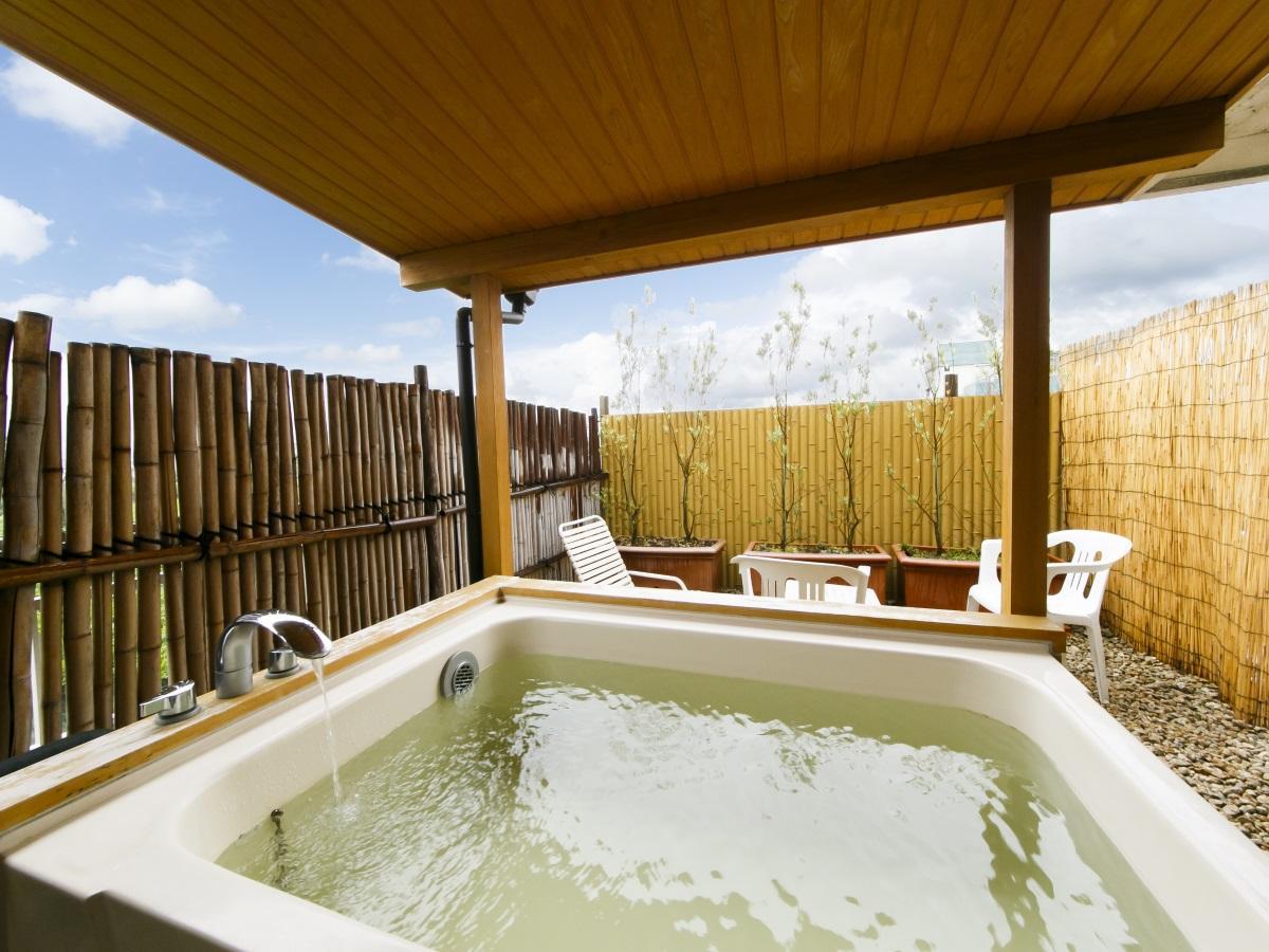 【露天風呂付】開放感ある露天風呂客室で美肌の湯を心ゆくまで/食事処