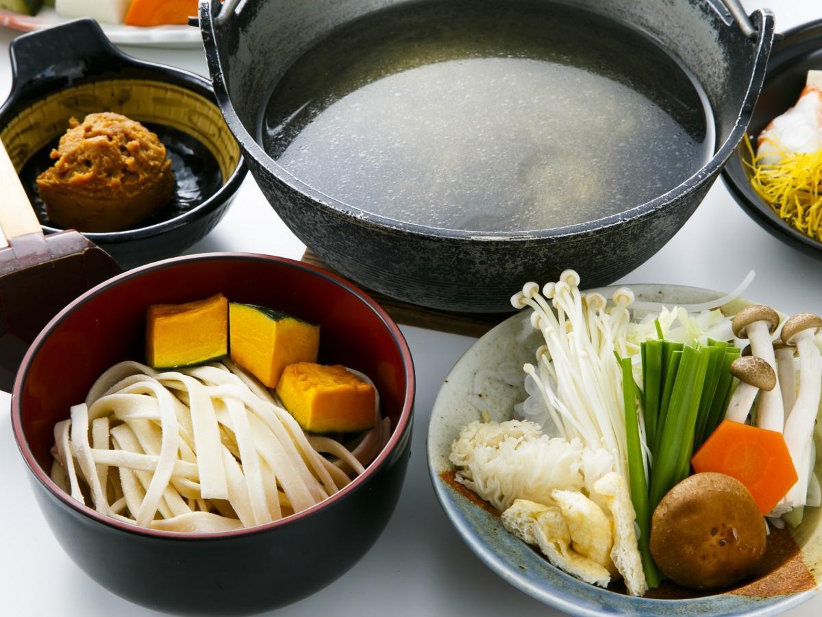 【ほうとう鍋&鳥もつ煮】郷土料理セットと天然温泉を楽しむお試しプラン/食事処