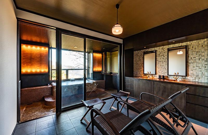 特別室「明神」源泉かけ流しの半露天風呂付和洋室 (71平米)