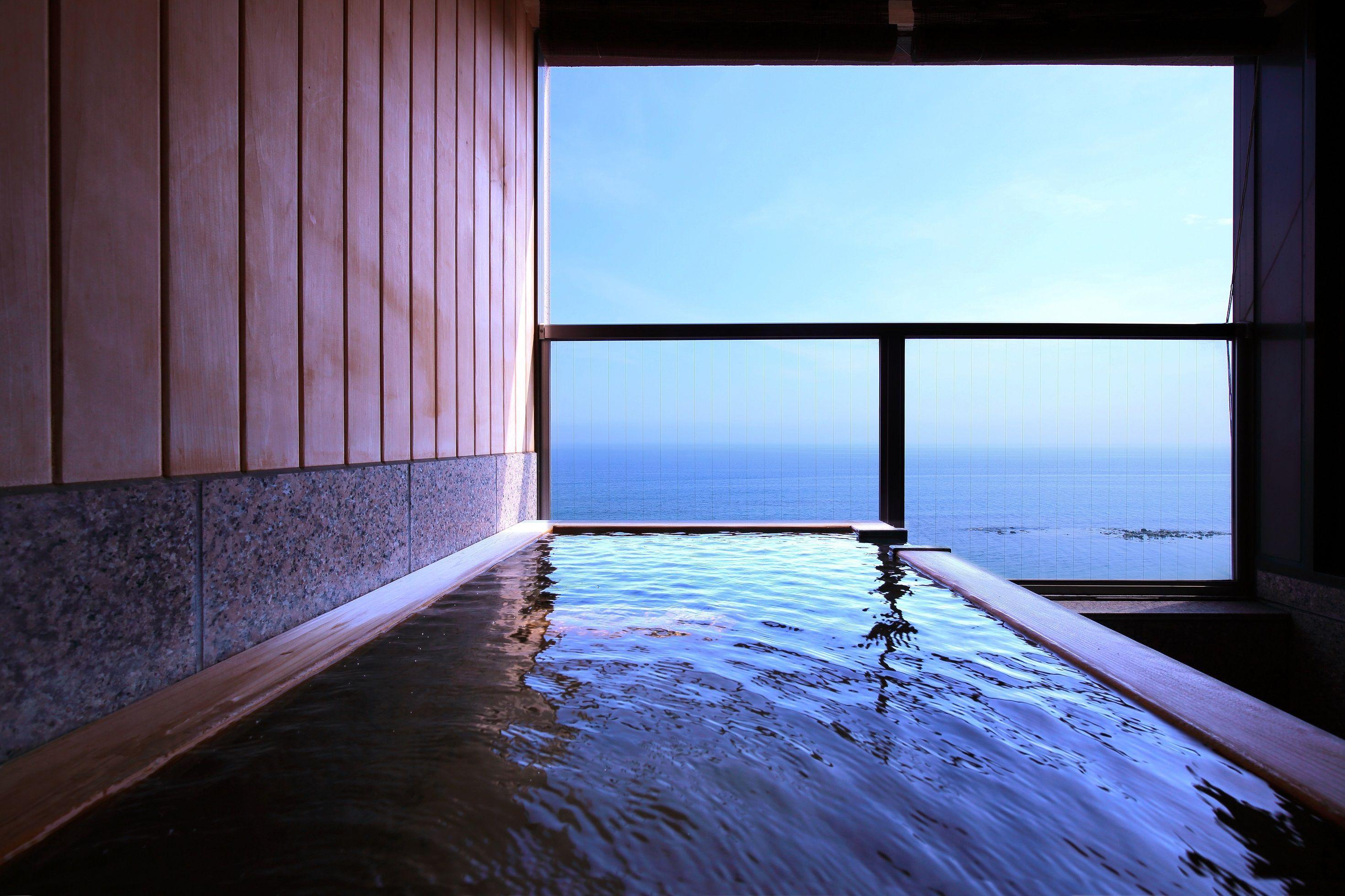 【連泊夕食なし】函館観光をゆったりと♪朝食はいくらかけ放題やイカ刺しなど約60品も!