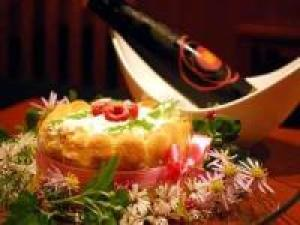【誕生日・結婚祝い・還暦など記念日ならコチラ♪】花束・乾杯酒・ケーキのアニバーサリー3大特典付き!