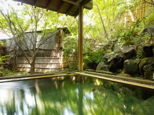 【2連泊以上が断然お得!最大7千円値引き】さらに!貸切風呂無料特典付きで温泉に浸る毎日を。休前日も可