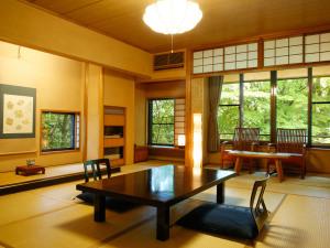 【二間続きの和室2階 紅花】檜の内風呂+10畳+4畳■B
