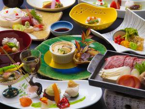 【いつもより少し贅沢に。上州牛ステーキを熱々で!】彩り豊かなお料理や海鮮盛りなどをご堪能。四季彩和膳