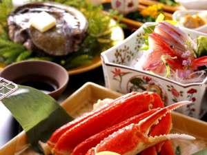 【部屋食】■【ずわい蟹&活アワビ】荒磯の風味が口いっぱい広がる♪華やぎ会席■グループで無料特典付