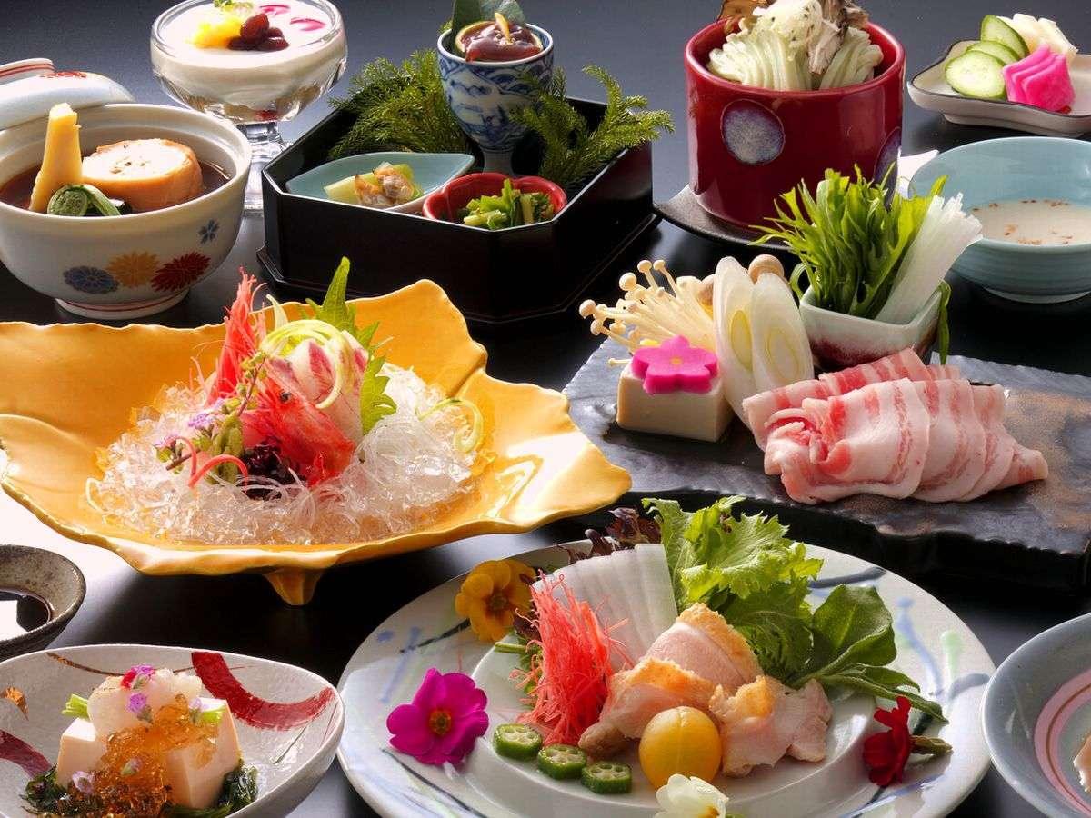 【全12品の栄養バランス会席】■旅行で健康!■能登豚、甘鯛、地元野菜」などをメインに、体に優しい食を