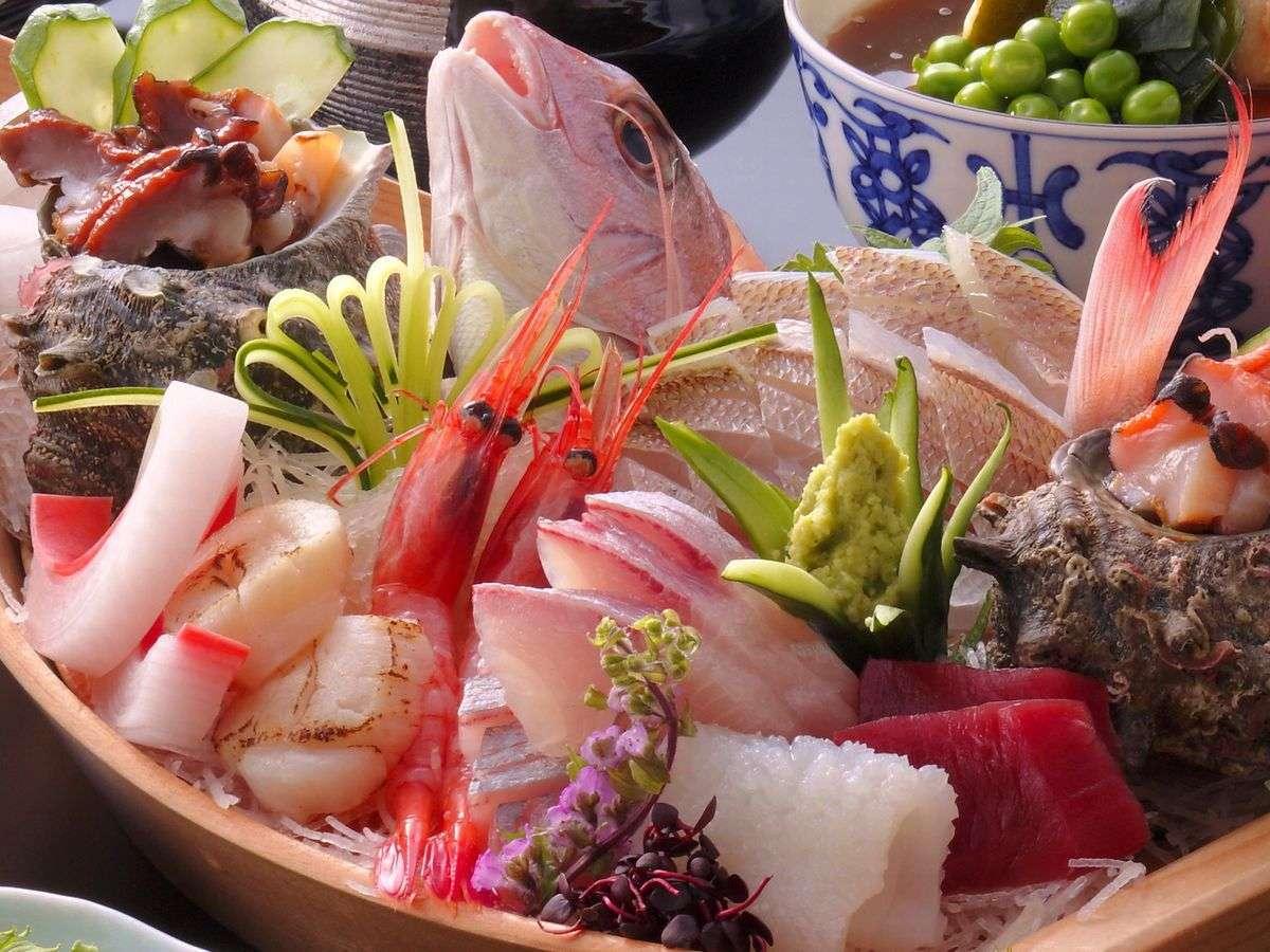 【7種の舟盛りド~ン】■活アワビも踊る♪北陸で美味い魚介をド~ンと食べてみまっしね/じゃらん限定