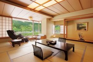 【四季折々の景色を楽しめるお部屋】マッサージチェア付客室 【禁煙】