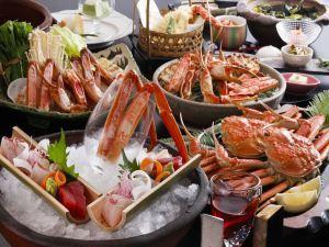 【早割30】〈 早期申込で割引きと特典付きでお得〉冬の味覚をより贅沢に味わう〈蟹会席 デラックス〉