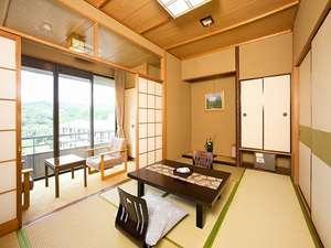 翔鷺館本館〈和室7.5畳 眺望:播州の山々〉