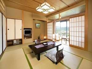 翔鷺館本館〈和室10畳 眺望:播州の山々〉