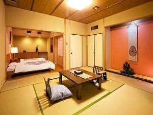 露天風呂付和洋室〈和室10畳+広縁付+ツインベッド 眺望:最上階、川側〉
