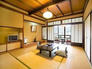 里の館〈和室10畳+ウッドテラス 眺望:播州の山々〉