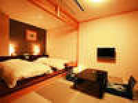 山側のコンパクトな和洋室 ツイン・ロータイプベッド(Fタイプ)