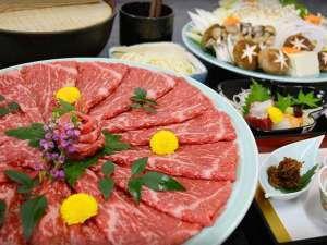 【グルメ】厳選肉を使用!日本三大和牛「近江牛」すき焼きプラン◆天然水プレゼント◆