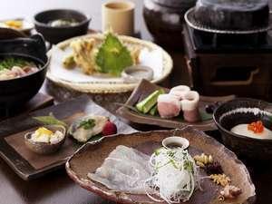 【2食付】国産塩麹豚の石焼など《季節の会席》♪人気の《籠盛り和朝食》プラン(チェックアウト11:00)