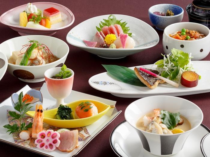 【和食】メインダイニングで季節を味わう安らぎ空間、旬の味覚を楽しむ瞬間<一泊二食>
