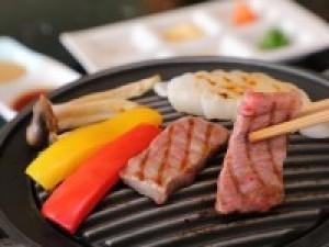 【6~9月限定】夏はガッツリ!特選黒毛和牛ステーキ会席を部屋食で♪お土産やデザートに使える利用券付!