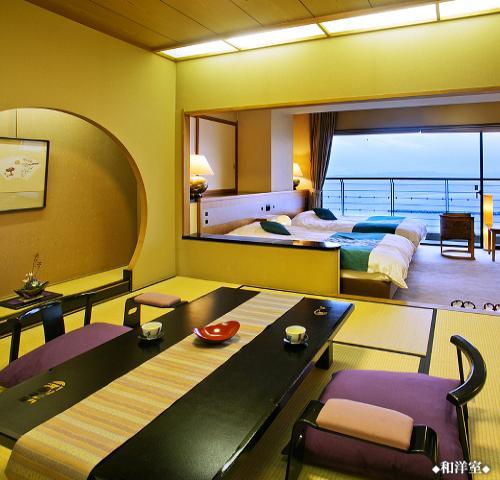 畳で寛ぐ、ベッドで眠る◆海の見える和洋室◆
