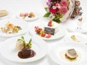【記念日ルームサービスディナー】フレンチディナー+シャンパン、ケーキ、花束付アニバーサリープラン