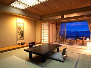 万葉:谷川岳が一望できる日本情緒溢れる造りの客室